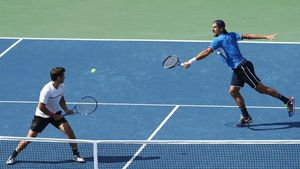 Feliciano López y Marc López, durante la semifinal en el Abierto de EEUU.