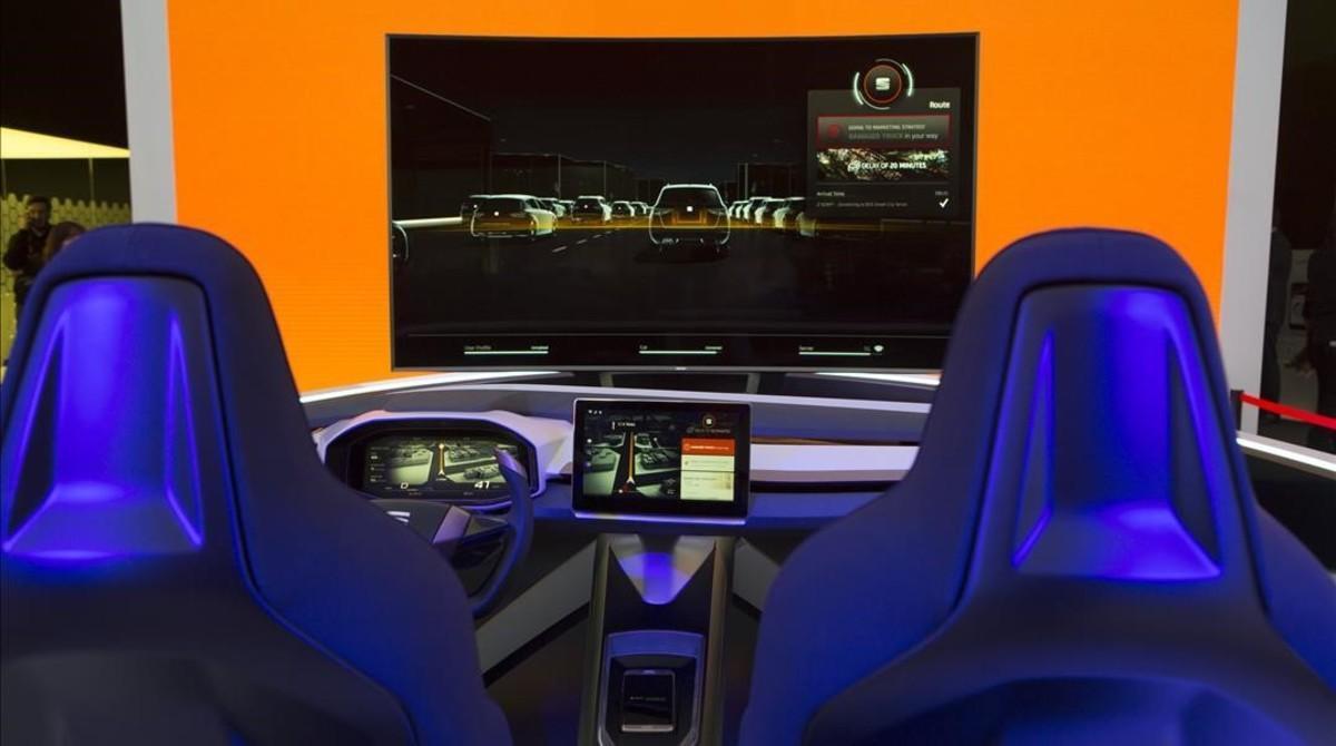 Interior de prototipo de un coche conectado.