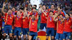 La Sub-21 levantando el Europeo de 2019 que clasificó a la selección para los JJOO.