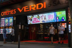 Aspecto de la entrada de los Cinemes Verdi, que programan este ciclo.