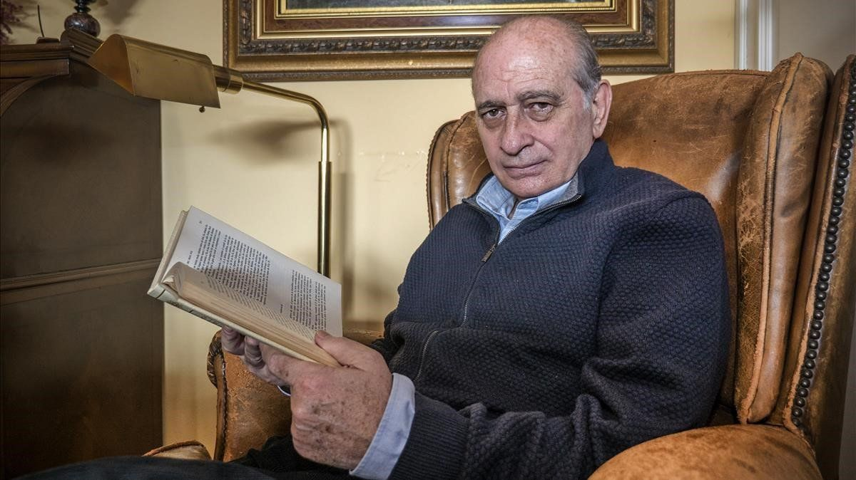 Jorge Fernández Díaz, en su casa de Barcelona, durante una entrevista que dio a este diario en enero de 2017.