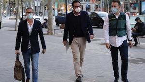 David Madí, en el centro, tras su detención el miércoles.