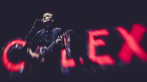 Joey Burns, en el concierto de Calexico en el Vida Festival