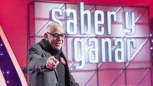 Juanjo Cardenal la voz de 'Saber y Ganar', entrevistado en El Periódico.