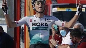 Lennard Kämna se proclama en Manresa vencedor de la quinta etapa de la Volta 100.