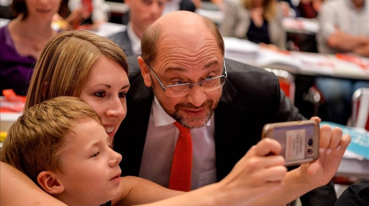 Schulz, con unos seguidores tras el mitin.