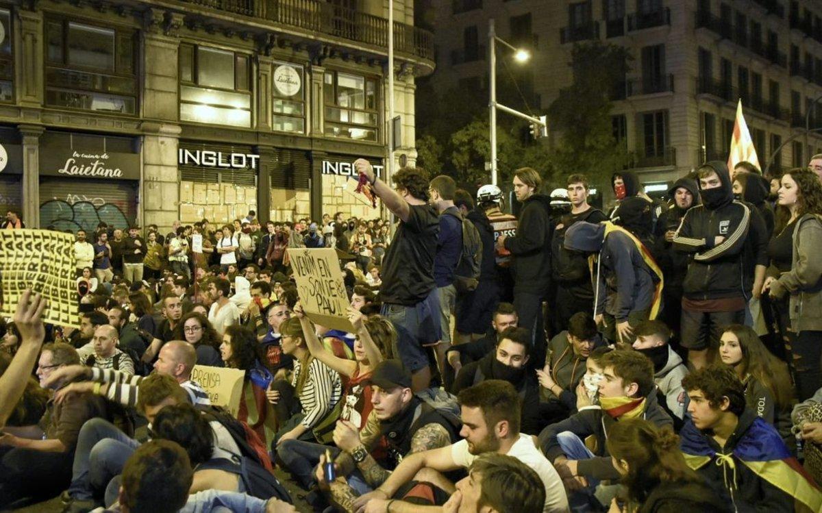 Manifestantes enla concentración de la plaza de Urquinaona, el sábado pasado.