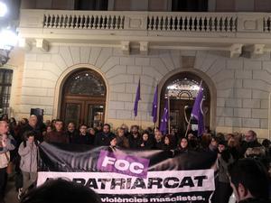 Unas 4.000 personas se concentran en Sabadell para condenar la violación.