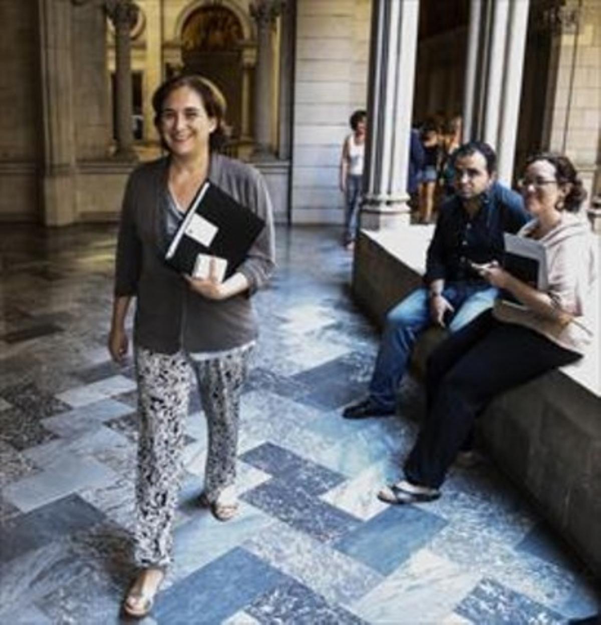 Ada Colau, el pasado día 30, camino de una reunión en el ayuntamiento.