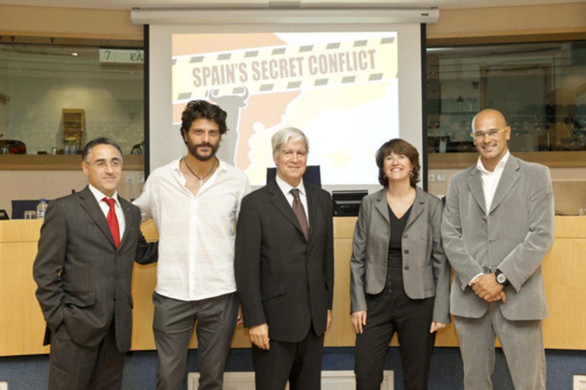 Ramon Tremosa, Joel Joan, Miquel Stubell, Elisenda Paluzie y Raul Romera en la presentación del documental en el Parlamento Europeo.