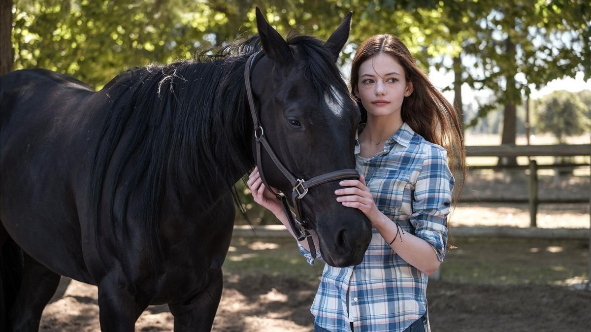 Mackenzie Foy y su amiga equina en 'Black Beauty'.