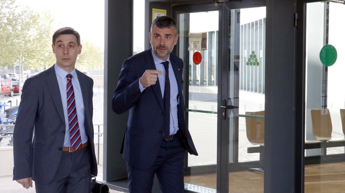 Santi Vila llega a los juzgados de Huesca con el abogado Juan Segarra