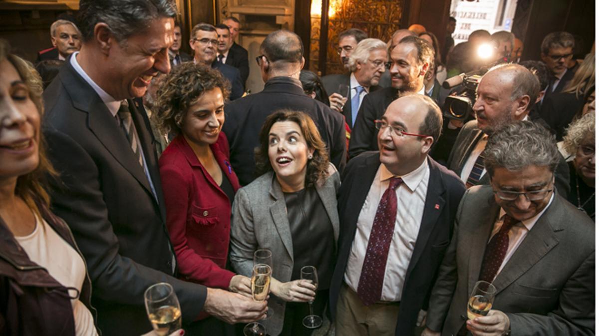 En la toma de posesión de Millo, Santamaría pide diálogo y 'lealtad institucional' a Catalunya.