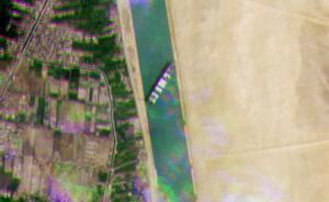 Atasco histórico en el Canal de Suez al quedarse bloqueado un barco.