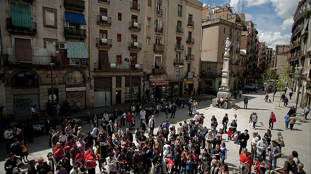 El Raval celebra con una fiesta popular la remodelación de la plaza del Pedró.