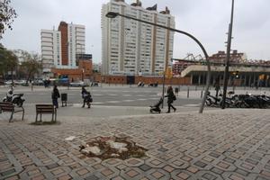 El boquete de la esquina de la Calle de les Camèlies con Sardenya.
