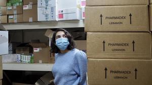 Malak Kiami Amel en el almacén de farmacia del Hospital Saint George de Beirut