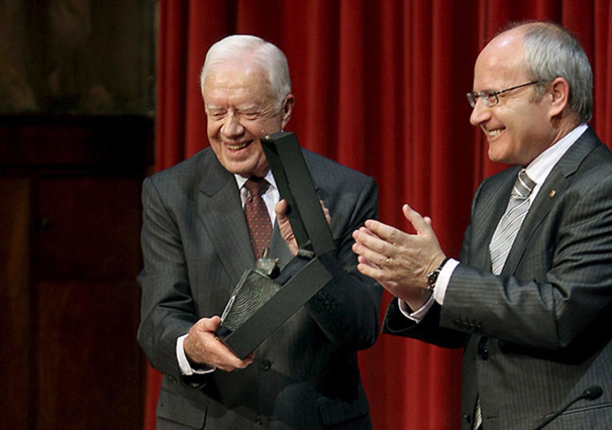 El expresidente de EEUU Jimmy Cartertras recibir de manos del presidente de la Generalitat, José Montilla, el XXII Premio Internacional Catalunya 2010.