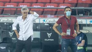 Setién y Sarabia, en el Camp Nou durante el duelo con el Athletic.