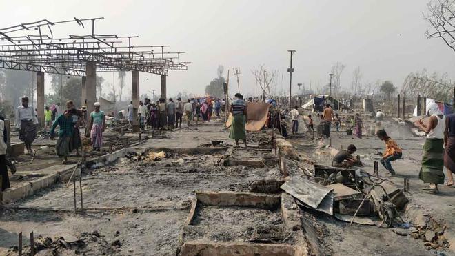 Así ha quedado el campo de refugiados rohingyas tras el incendio que se ha cobrado al menos 15 muertos
