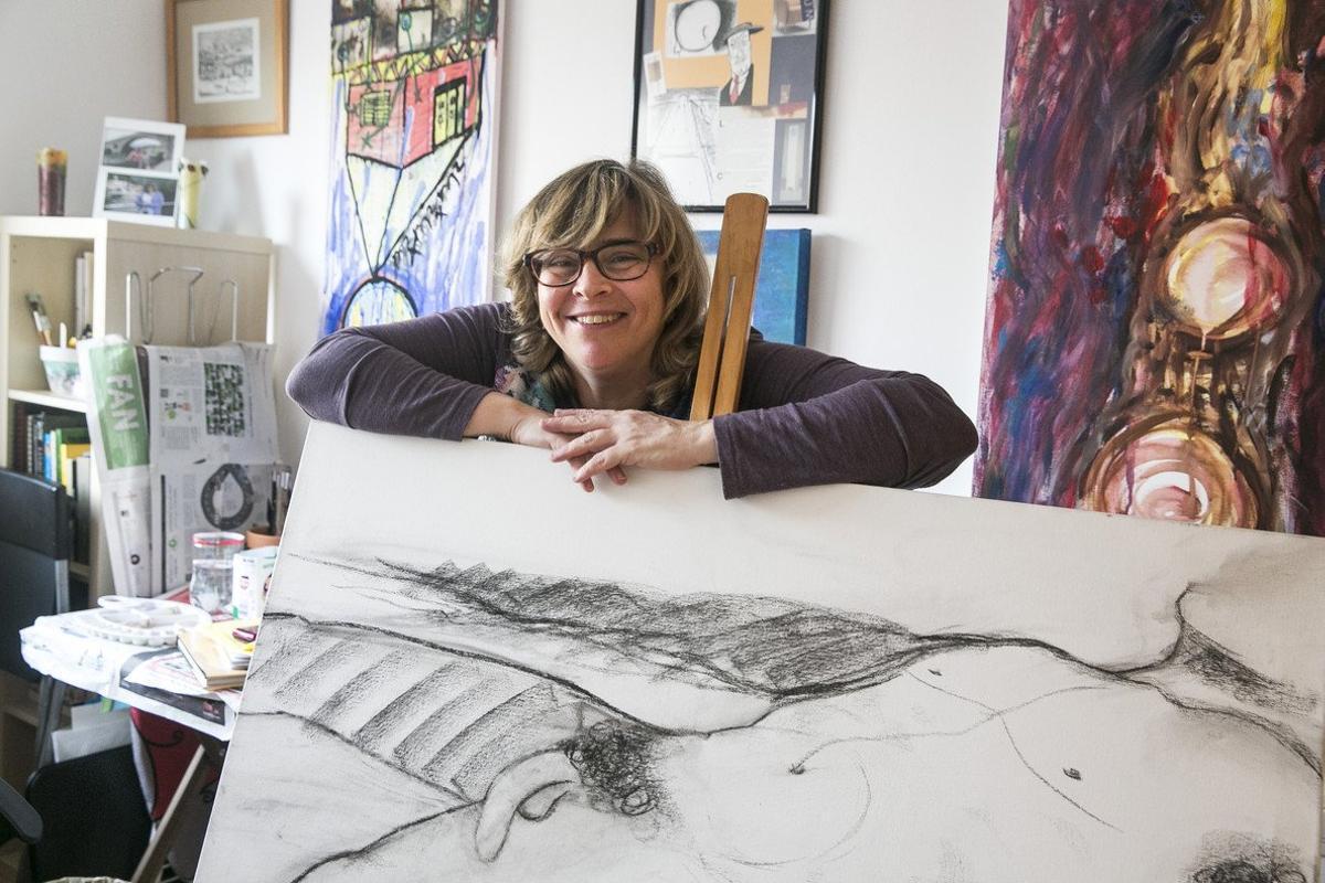 La artista Dolors Torrents, con sus cuadros, ha recuperado el derecho a votar.