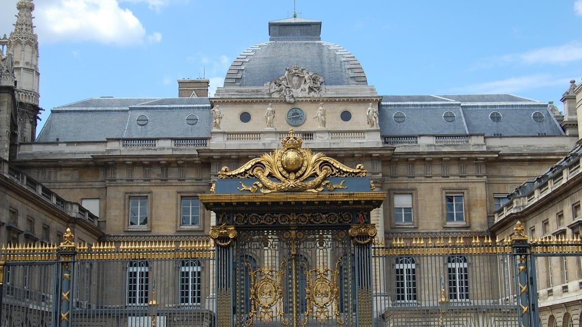 Fachada del Palacio de Justicia de París.