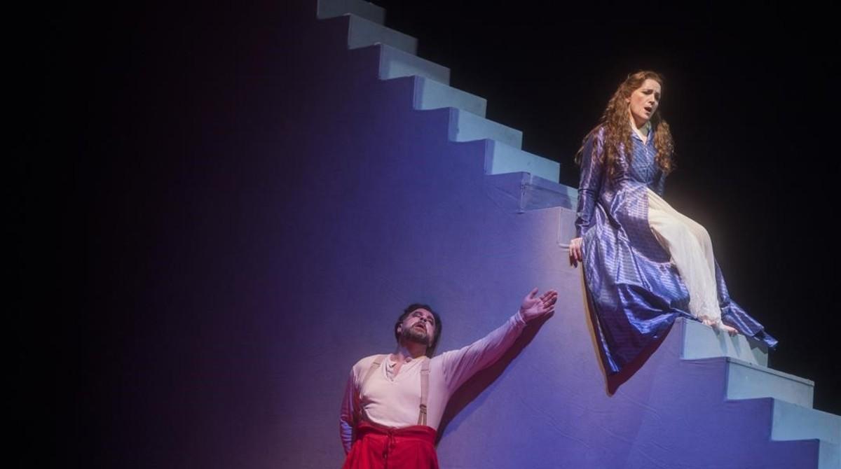 El barítono malagueño Carlos Alvarez (Rigoletto) y la soprano granadina Maria JoséMoreno (Gilda), en un ensayo de 'Rigoletto' en el Liceu.