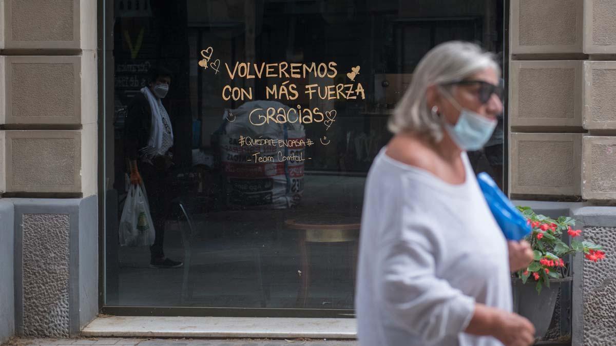 El paro subió en 355.000 personas en verano. En la foto, una tienda cerrada en Barcelona.