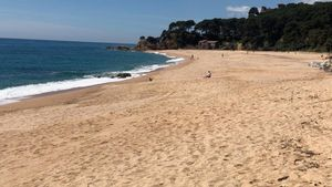 La playa de Fenals, en Lloret de Mar, el pasado día 30 de abril.