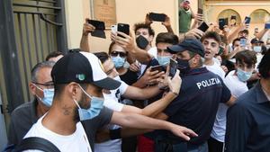 La policía investiga el examen de italiano de Luis Suárez