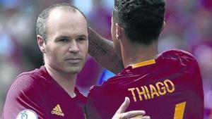 REGRESO. Andres Iniesta, aquí con Thiago Alcantara, que vuelven al combinado.