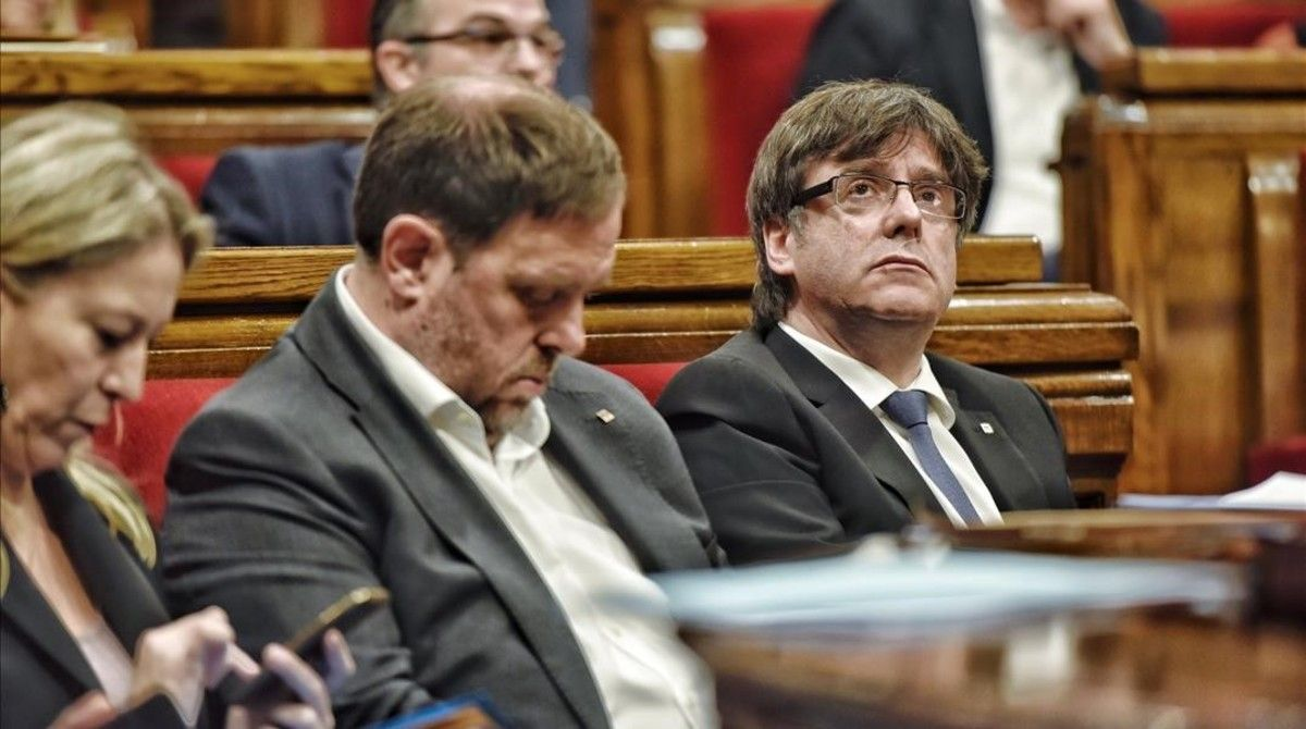 Puigdemont, Junqueras y Munté, en un pleno del Parlament.
