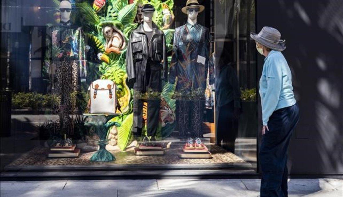 ¿Cómo comprar ropa?: distancia, desinfección y realidad virtual