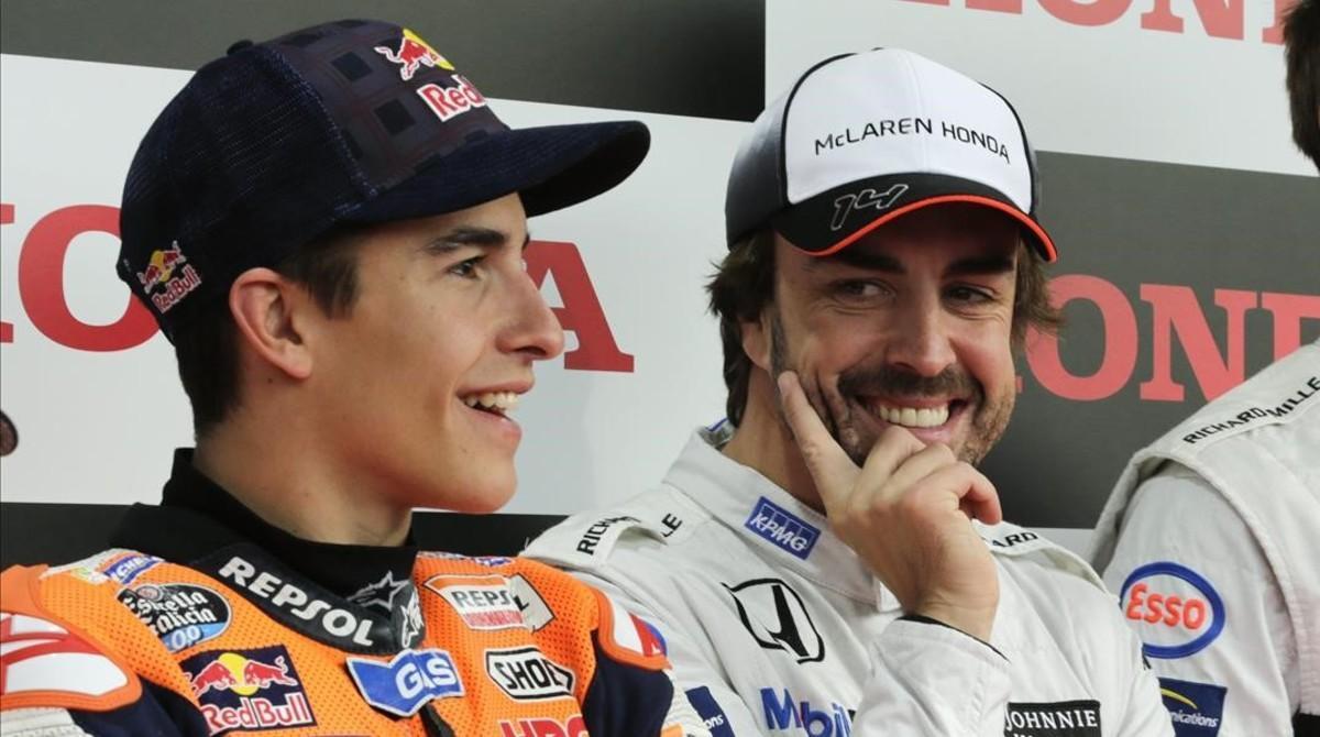 Esta es la última aparición en público de Fernando Alonso, en Motegi (Japón), sede de Honda, junto a Marc Márquez.