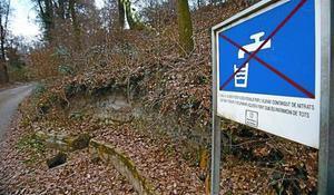 Cartel que alerta contra el consumo de agua por contaminación de nitratos en la Font del Molinot (Manlleu).