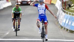 David Gaudu gana la última etapa por delante de Primoz Roglic, vencedor final de la carrera vasca.