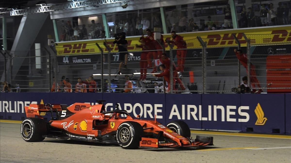 Vettel (Ferrari) logra una victoria en Singapur.