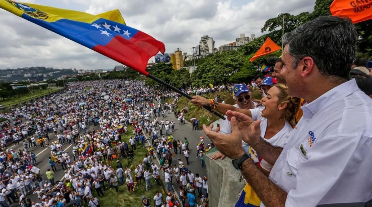 Vista de la manifestación opositora en Caracas, en la que participa Lilian Tintori, esposa del encarcelado Leopoldo López.