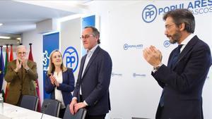 Alfonso Alonso (segundo por la derecha) en la junta directiva del PP vasco, este lunes, que ha presidido por última vez, puesto que ha dimitido y ha anunciado que deja la política.