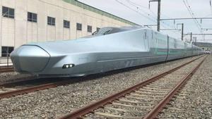 El ALFA-X puede alcanzar velocidades récord en líneas férreas tradicionales de hasta 400 km/h.