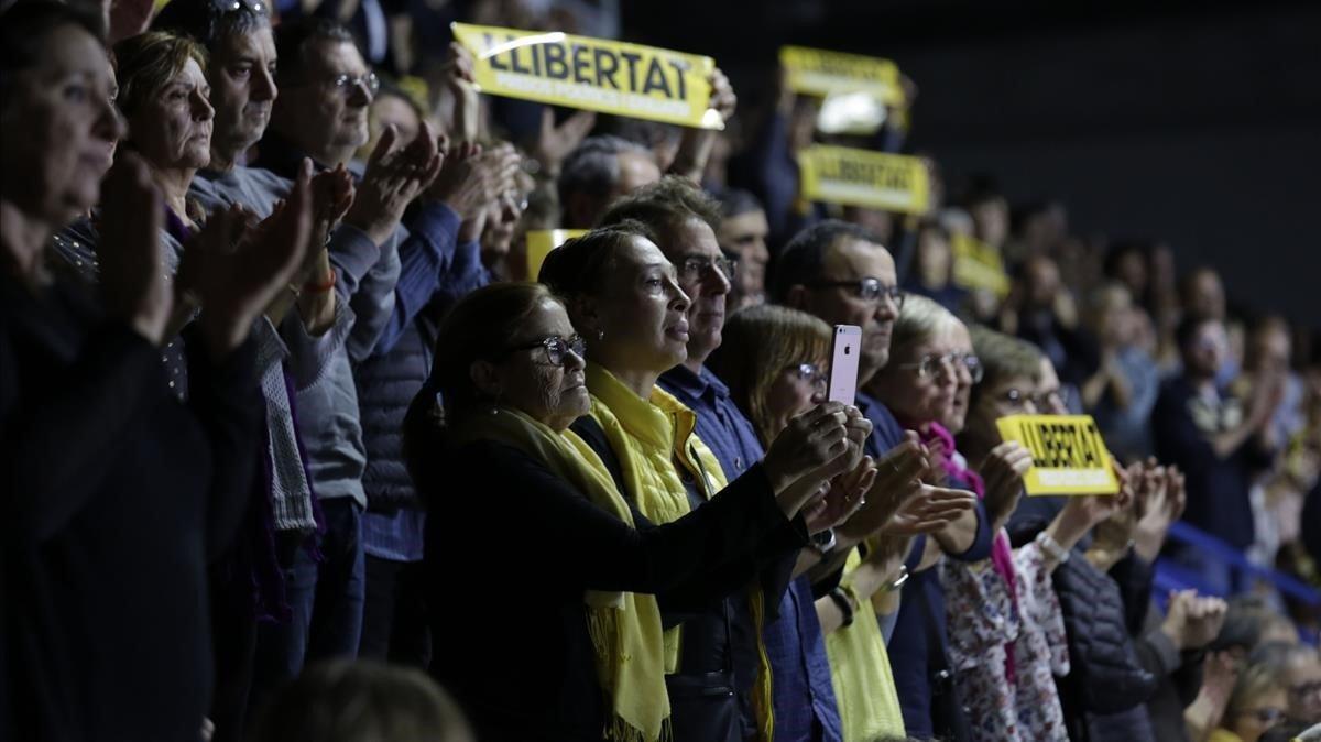 Participantes en el acto de la Crida Nacional per la República en Manresa.