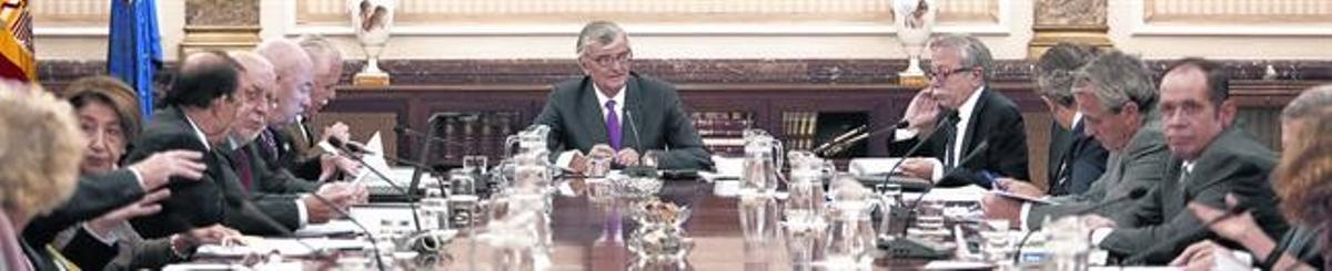 Torres-Dulce y el resto de la cúpula fiscal, en la reunión celebrada ayer.