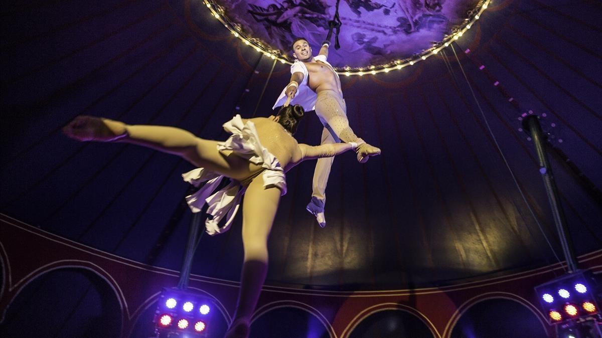 El Circ Raluy mantiene la tradición del cicro con 'Fortius' (Port Vell).