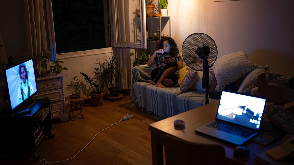 Subida histórica del precio de la luz. Interior de un piso del Eixample