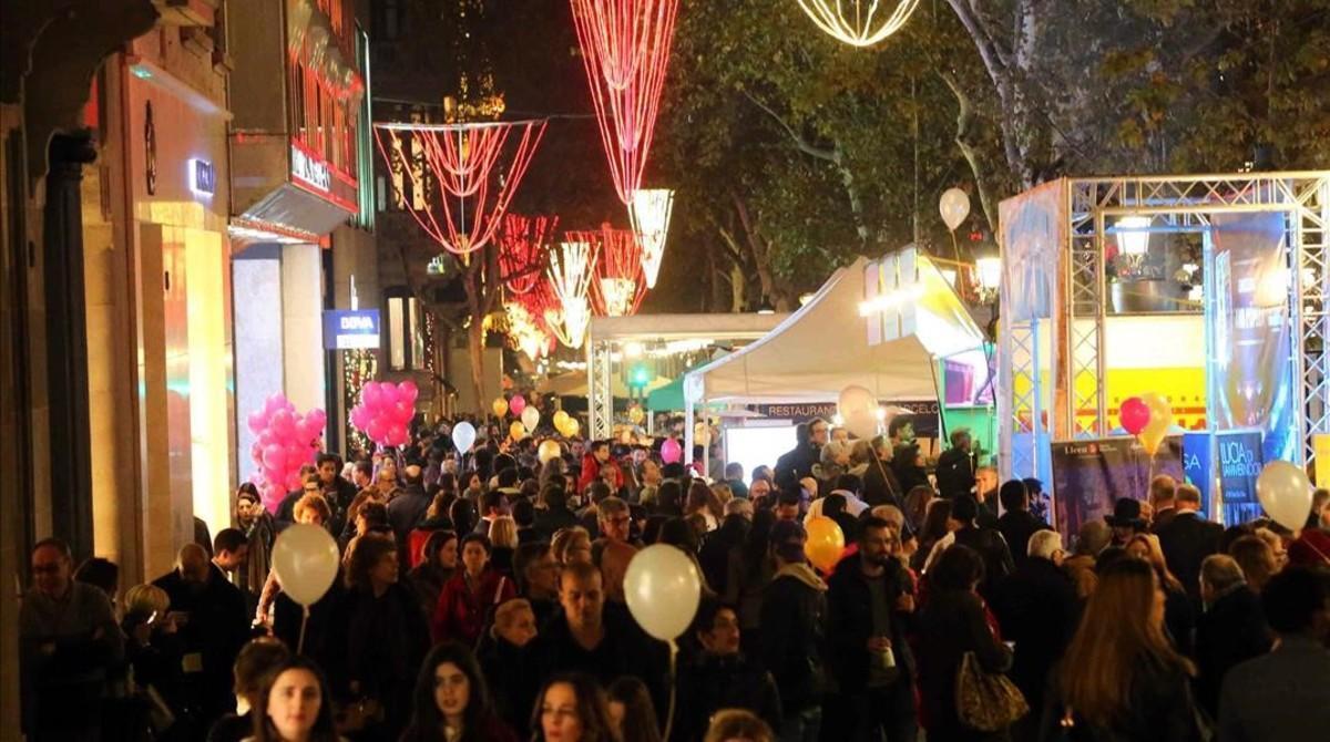 El paseo de Gràcia, durante el Barcelona Shopping Night del 2015.