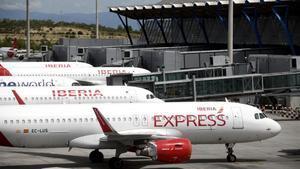 Aviones aparcados en el aeropuerto de Barajas.