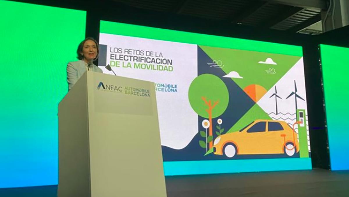 Reyes Maroto, ministra de Industrica, Comercio y Turismo, en el Automobile Barcelona