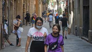 Unos 25.000 jóvenes de Barcelona no pudieron pagar el piso durante la pandemia. Así lo ha explicado Joan Ramon Riera, concejal de Infancia y Juventud del Ajuntament de Barcelona. En la foto, una imagen cotidiana en la calle de Elisabets, en Barcelona, en julio pasado.