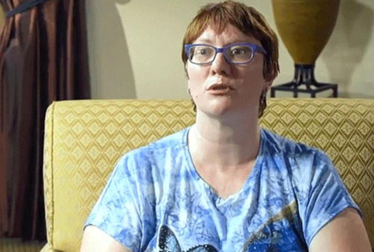 Jenny Haynes, la hija y víctima del pederasta.
