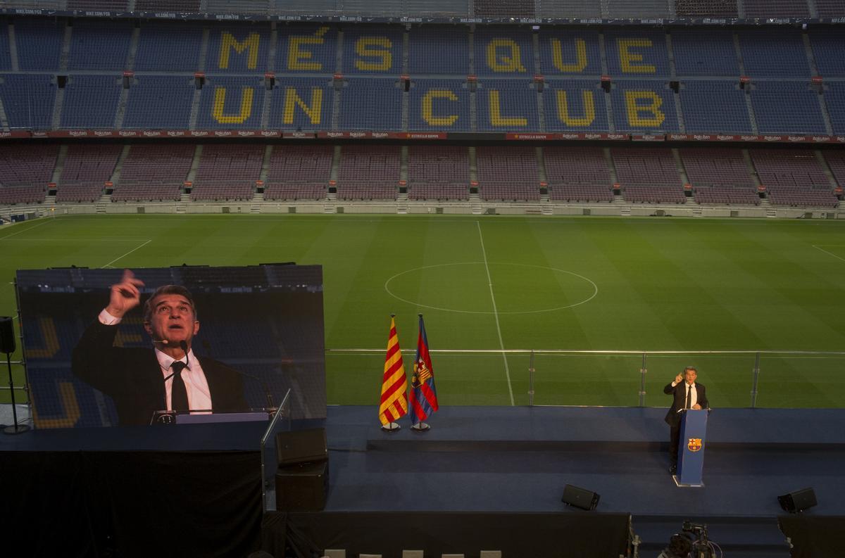 Laporta se emociona al recordar a su padre en el discurso de investidura en el Camp Nou.